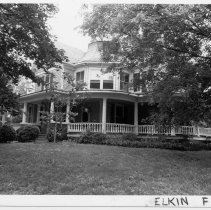 Image of Ed Harris House - Ed Harris House, 332 West Main Street, Elkin.  For more information see SIMPLE TREASURES page 98 and state record 602.