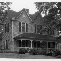 Image of Horton House - Horton House, 140 Gwyn Ave., Elkin.  For  more information see SIMPLE TREASURES page 95 and state record 581.