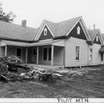 Image of Fagg House - Fagg House, southeast corner E. Main Nelson St,  Pilot Mountain.  Built 1900.  See state record(649).  For more inormation see Simple Treasures page 197.