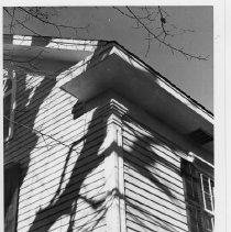 Image of Richard Gwyn House - Detail of corner of Richard Gwyn house located  in Elkin, North Carolina, built around 1832 in Greek Revival Style.  It is now owned by Mike Randleman. See SIMPLE TREASURES pages 5, 33, 34, 35, 38, 93, 94, 99, and 104.
