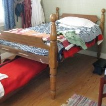 Image of Cannonball bedstead - angle
