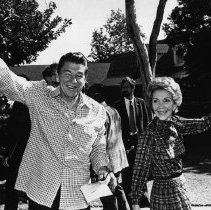 Image of Presidential Candidate Ronald Reagan and Nancy Reagan - 1980/11/04