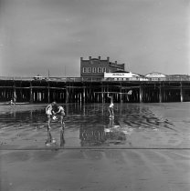Image of July 4th Beach-Goers Southeast by the Santa Monica Pier - 1964/7/4
