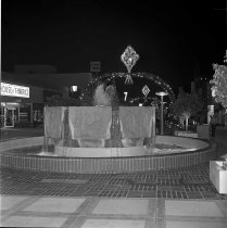 Image of Friendship Fountain, Santa Monica Mall, at Christmas Time - 1975/12/02
