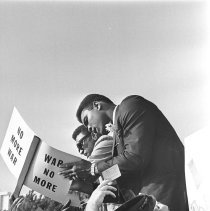 Image of Muhammad Ali Meets with Crowds at Vietnam War Protest Rally - 1967/06/24