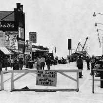 Image of Vistors to the Santa Monica Pier - 1978/03/17