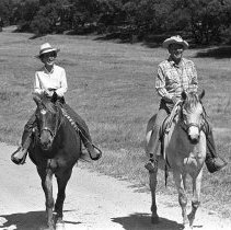Image of Presidential candidate Ronald Reagan and Nancy Reagan - 1980/06/20