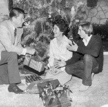Image of Governor Ronald Reagan and Nancy Reagan - 1972/12/21