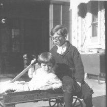 Image of John and David Farquhar - undated