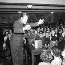 Image of Irish Author Seumas MacManus Entertaining Children - 1935/11/19