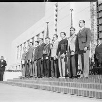 Image of Draftees at Santa Monica City Hall, 1940 - 1940/11/22