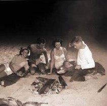 Image of Grunion Fish Roast on the Beach - 1946/07