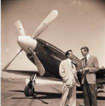 Image of James Stewart and Joe DeBona Prepare for Bendix Race - 1949/08/25