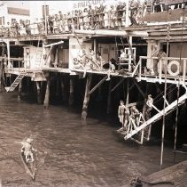 Image of Crowd at the Santa Monica Pier, 1944 - 1944/08/06