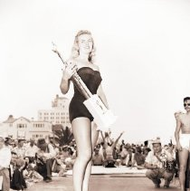 Image of Sharon Taylor, Miss Muscle Beach 1950 - 1950/09/04