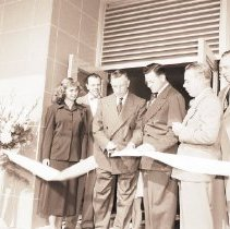 Image of Ribbon Cutting for Reopening of Von's Market at 1311 Wilshire, 1949 - 1949/10/12
