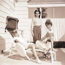 Image of Trio of Models at Hotel Miramar Pool, 1941 - 1941/05/17