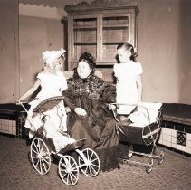 Image of Children with Doll Carriages for the Dias de Oro Historical Exhibit, 1949 - 1949/08/08