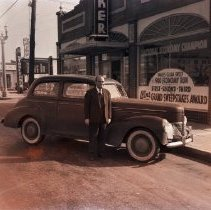 Image of Vernon Short with Economy Test Winning Studebaker, 1940 - 1940/01/18