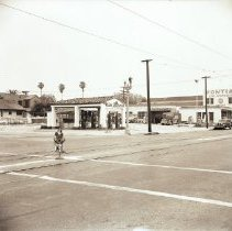 Image of Link Anderson Gas Station on Santa Monica Boulevard, 1944 - 1944/05/26