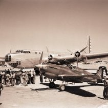 Image of Spectators Gather for B-29 Takeoff and Test, 1941 - 1941/06/27