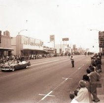 Image of California Beauty Pageant Parade on Wilshire Boulevard, 1960 - 1960/06/18