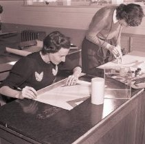 Image of Samotech Defense Work Class for Women, 1942 - 1942/10/15