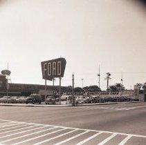 Image of Santa Monica Ford Dealership, 1951 - 1951/10/01
