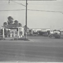 Image of Regent Square Service Station on Montana Avenue, 1937 - 1937/12/15