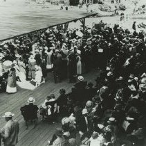 Image of Crowds at the Bandstand on Looff Pier in Santa Monica, circa 1917 - circa 1917