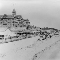 Image of Beach Goers at Arcadia Hotel and Bath House - undated