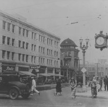 Image of Santa Monica Boulevard between 3rd and 4th Streets, 1930s - circa 1930s