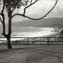 Image of Pacific Coast Highway and Bluffs in Palisades Park, 1941 - 1941