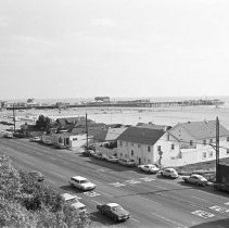 Image of Santa Monica Pier and Pacific Coast Highway - 1975/03/11