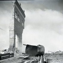 Image of Tearing Down the Redondo Edison Plant, 1948 - 1948/08/06