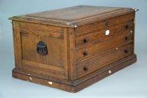 Image of 1971.091.001 - Cabinet, Medicine