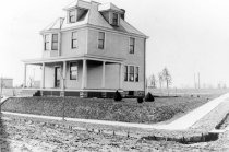 Image of 641 - 922 Edgewood Rd House