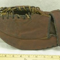 "Image of 1930s ""The Snapper"" Baseball Glove - Glove, Fielder's"