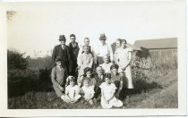 Image of Folder 219; Photograph of 15 members of the Robins family, 1935