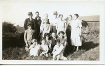 Image of Folder 220; Photograph of 15 members of the Robins family, 1935
