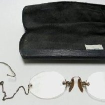 Image of Eyeglasses - 1966.005.008a-b