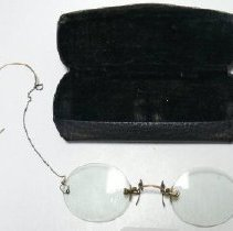 Image of Eyeglasses - 1978.007.007a-b