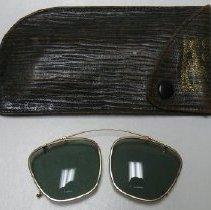 Image of Eyeglasses - 1978.007.008a-b