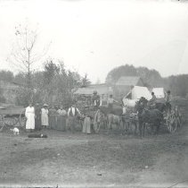 Image of Negative, Glass-plate - Crowd with horses