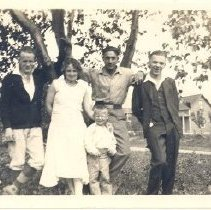 Image of Print, Photographic - Unidentified family