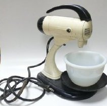 Image of Mixer, Electric - 2007.007.002.1a-h