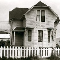 Image of Print, Photographic - Front view of the Benjamin Southwell Bradshaw house on Victoria Avenue.