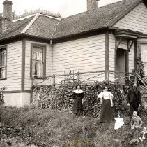 Image of Print, Photographic - Portrait of family group in front of the Pilkington house