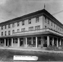 Image of Print, Photographic - Front view of the Empress Hotel on Young Road South