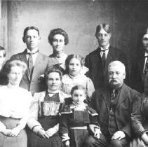 Image of Print, Photographic - Group portrait of unidentified family